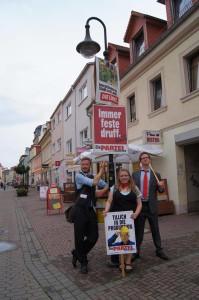 Foto mit drei PARTEI-Aktivisten druff