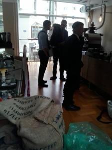 Hervorragender Kolonialkaffee beim Genossen in der Kaffeerösterei. Nochmals PARTEIischsten Dank